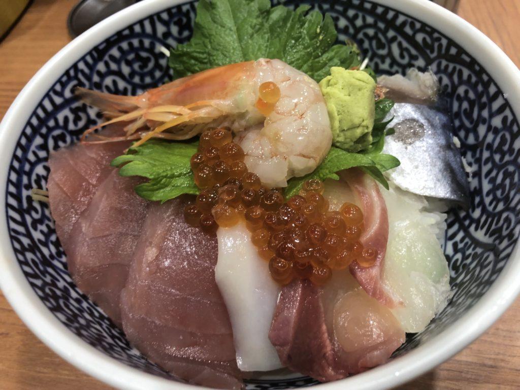 海鮮丼の駅前海鮮丼